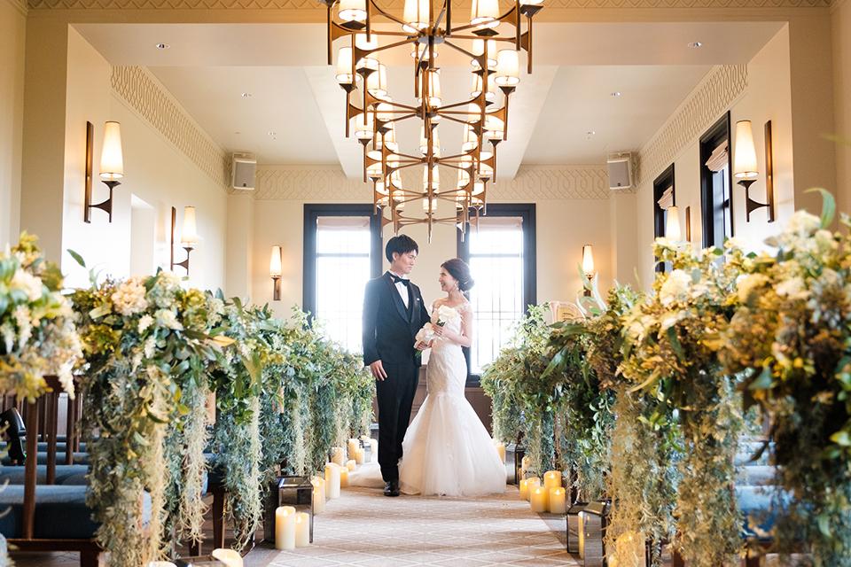 チャペルでの花嫁と花婿1