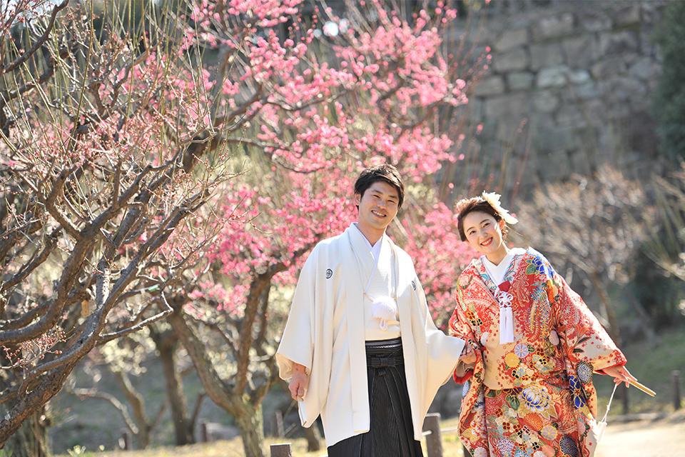 大阪城公園内での和装のお二人